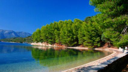 Σμαραγδένιες παραλίες, τιμές – έκπληξη: Το νησί που για χάρη του αλλάζεις lifestyle διακοπών