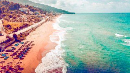 Νερά-λάδι, πας με αμάξι: Ο πιο αναπτυσσόμενος προορισμός στην Ελλάδα που βάζει κάτω τα καλύτερα νησιά