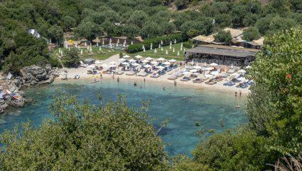 Νερά Καραϊβικής, φινέτσα Μυκόνου: Τις διακοπές στον πιο εξωτικό προορισμό της Ελλάδας δεν τις κάνεις ούτε στο καλύτερο νησί