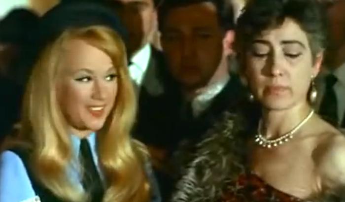 Έβλεπες το πρόσωπό της παντού: Η γυναίκα που έπαιξε σε 173 ελληνικές ταινίες και δεν μίλησε ποτέ