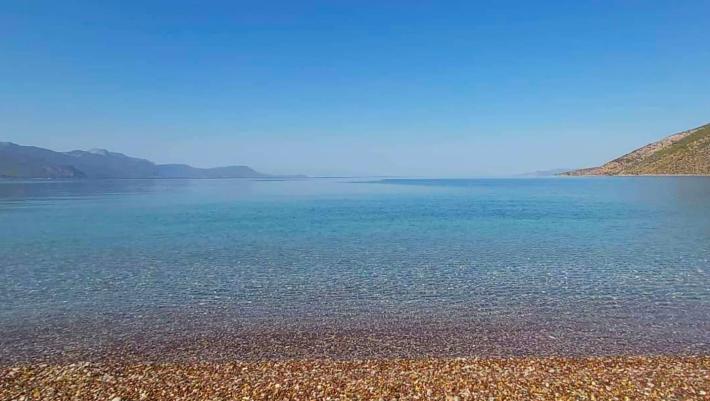 Μονοήμερη εκδρομή μία ώρα απ' το κέντρο της Αθήνας:  H παραλία-όνειρο που θυμίζει νησί (Pics)