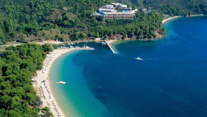 Γαλαζοπράσινα νερά, 64 ονειρώδεις παραλίες: Το covid-free ελληνικό νησί που φέτος αποθεώνεται διεθνώς (Pics)