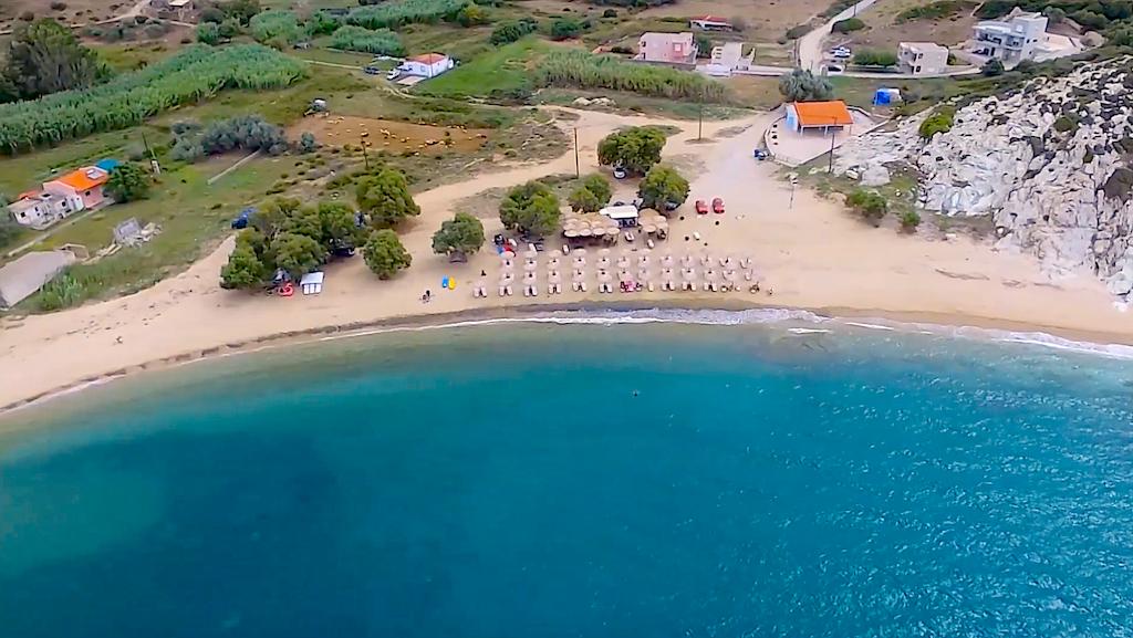 Ούτε στα πιο δημοφιλή νησιά: Στην παραλία - όνειρο που φτάνεις με 10€ βενζίνη δεν καταλαβαίνεις καύσωνα (Pics)