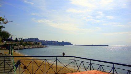 Με 40€ δωμάτιο πάνω στη θάλασσα: Ο νο1 προορισμός το φετινό καλοκαίρι σβήνει Μύκονο και Σαντορίνη (Pics)