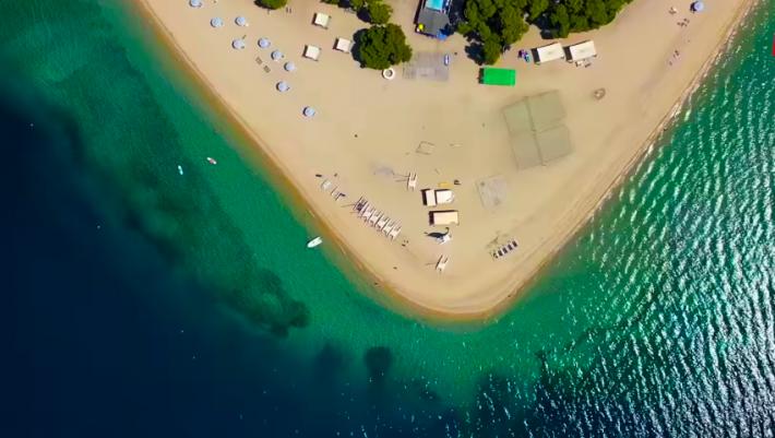 60€ πήγαινε-έλα: Η ομορφότερη αμμόγλωσσα της Ελλάδας με τη χρυσή άμμο και τα καταγάλανα νερά
