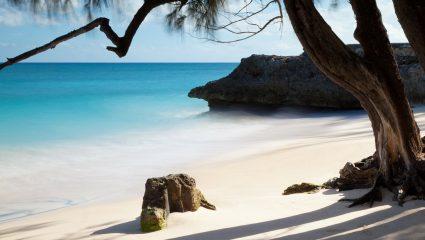 Ας περιμένουν οι τουρίστες: Στο ελληνικό νησί που δεν έχει Airbnb θα 'δινες τα πάντα για να μείνεις μια μέρα (Pics)