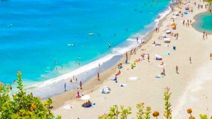 To ελληνικό Μαϊάμι που «μαγεύει» στο Tripadvisor: Κάνεις μπάνιο μέσα στους φοίνικες και ξεχνάς πως είσαι στην Ελλάδα