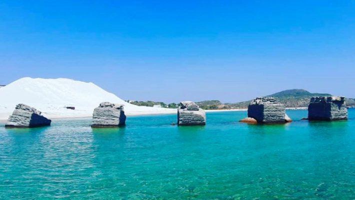 20 κάτοικοι, μια κουκίδα παράδεισος: Το ελληνικό νησί της ελαφρόπετρας που ανακηρύχθηκε τοπίο φυσικού κάλλους