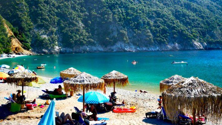 Θυμίζει την «Παραλία» του Ντι Κάπριο: Η ελληνική version που δεν έχει ποτέ κύμα είναι ο πιο ψαγμένος προορισμός για μονοήμερη (Pics)