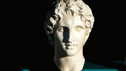 Σε ποιο νησί τής Βόρειας Ελλάδας βρίσκεται ο τάφος τού Μεγάλου Αλεξάνδρου;