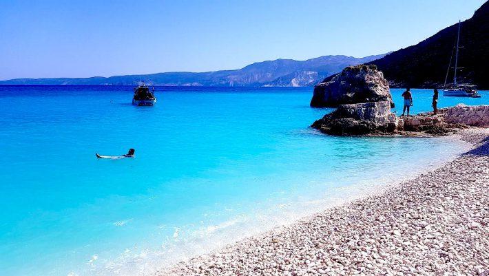 Σπάει ρεκόρ στις αφίξεις Ελλήνων: Το πιο οικονομικό και ακίνδυνο νησί για να κάνεις τέλειες διακοπές Αύγουστο ή Σεπτέμβρη (Pics)