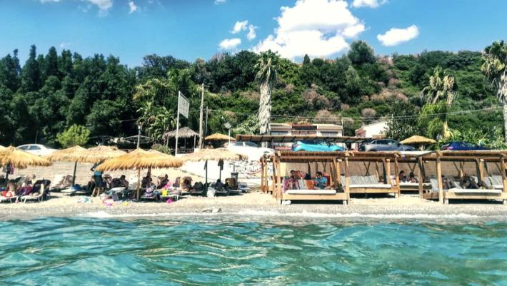 Πας με αμάξι, όλα δωρεάν: Η παραλία- πρότυπο που δείχνει πώς συνδυάζονται απόλαυση και ασφάλεια (Pics)