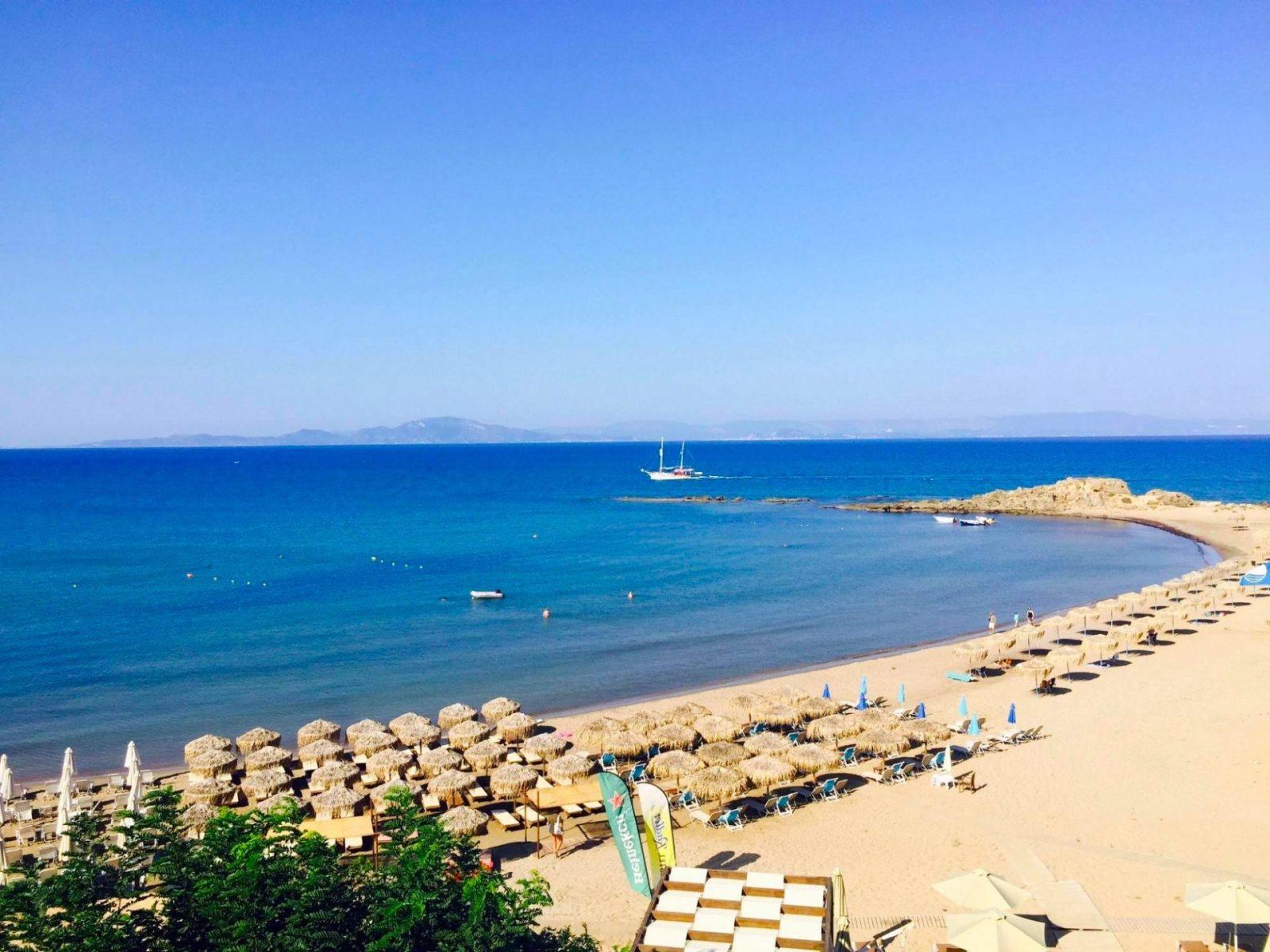 Απ' το μπαλκόνι θάλασσα: Το κοντινό, παραθαλάσσιο χωριό για φτηνές διακοπές πάνω στο κύμα (Pics)