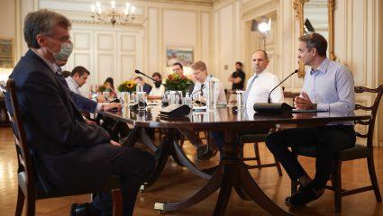5 αντιφατικά μέτρα της κυβέρνησης για τον κορωνοϊό που όσες φορές κι αν τα διαβάσεις δεν βγάζουν κανένα νόημα