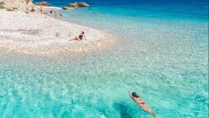 «Ανοσία της θαλάσσης»: Η εξωτική γωνιά της Ελλάδας που οι Σουηδοί προτείνουν για ασφαλείς και ονειρικές διακοπές