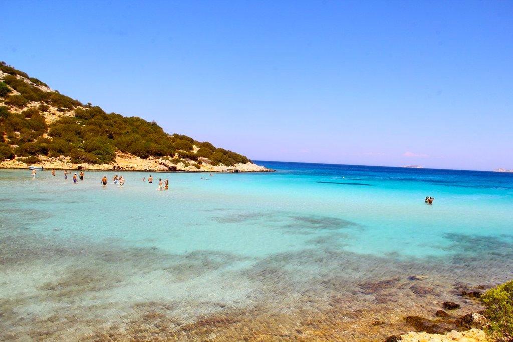 Φτηνό, ήσυχο, ασφαλές: Στο νησί με το καλύτερο φαγητό στην Ελλάδα παρακαλάς οι διακοπές να μην τελειώσουν (Pics)