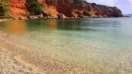 Την ξέχασε ο χρόνος και αποθεώνεται: Είναι αυτή η ωραιότερη «άγνωστη» παραλία της Ελλάδας; (Pics)