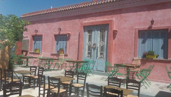 Το απόλυτο καλοκαιρινό στέκι στην καρδιά της Αθήνας που θυμίζει νησί και είναι ιδανικό για Covid αποστάσεις