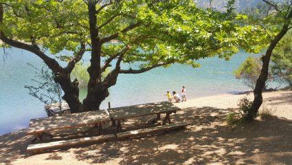 Μπάνιο στη λίμνη Τσιβλού: Η απόλυτη θερινή απόδραση για όσους αγαπούν το βουνό και την απομόνωση (Pics)