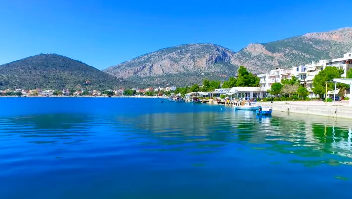 Σε 90' πάνω στο κύμα: Το χωριό κοντά στην Αθήνα για δεύτερες διακοπές-εξπρές τον Αύγουστο (Pics)