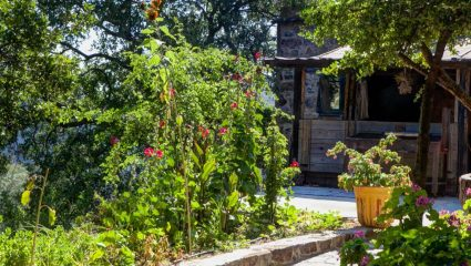 Στις 50 καλύτερες «κρυφές» γωνιές της γης: Το μοναδικό ελληνικό χωριό χωρίς ρεύμα και αμάξια που σταμάτησε το χρόνο