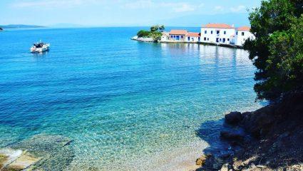 Μπάνιο, ταβέρνα ποδαράτο: Το χωριό με την πιο καθαρή θάλασσα στην Ελλάδα έχει άλλους 2 μήνες καλοκαίρι (Pics)