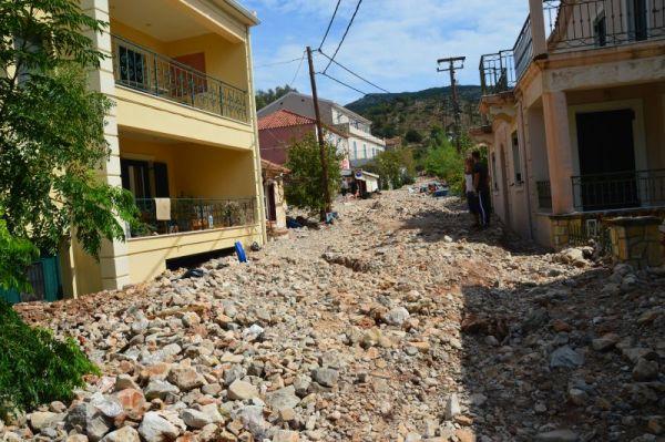 Μπάνιο, ταβέρνα, χάσιμο νου: Το ωραιότερο παραθαλάσσιο χωριό της Ελλάδας ξαναγεννήθηκε (Pics)