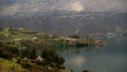 Η «Ατλαντίδα της Ελλάδας»: Το πανέμορφο χωριό που χάθηκε στον βυθό για να σωθεί η Αθήνα (Pics)