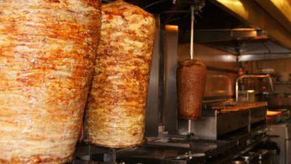 Πιάνει μισό τραπέζι: Το μεγαλύτερο και πιο ζουμερό πιτόγυρο στην Ελλάδα που όμοιό του δεν έχεις ξαναδεί (Pics)