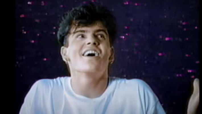 Έλαμψαν και μετά χάθηκαν: Πού βρίσκονται και τι κάνουν σήμερα 6 τραγουδιστές των '90s που μας μεγάλωσαν (Pics)