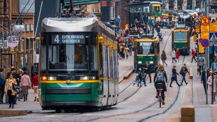 Έβαλε τα γυαλιά στη Σουηδία: Η χώρα-έκπληξη που νίκησε τον κορωνοϊό χωρίς να βουλιάξει την οικονομία της
