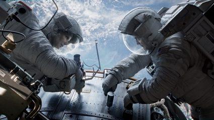 The Midnight Sky: Ο Τζορτζ Κλούνεϊ σκηνοθετεί το δικό του Gravity σε ακόμα πιο αληθοφανή διάσταση