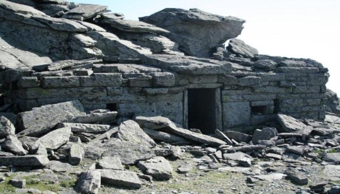 Τα 25 εκπληκτικά «Δρακόσπιτα»: Το απόκοσμο αίνιγμα της Εύβοιας που οι αρχαιολόγοι δεν έχουν απαντήσει ακόμα