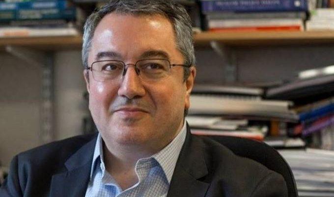 Ηλίας Μόσιαλος: Τι λέει για το νέο lockdown και τον περιορισμό των κρουσμάτων