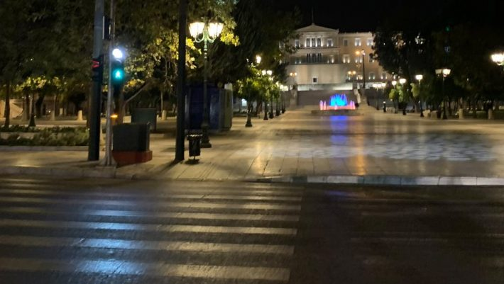 Το τέλος του lockdown στην Ελλάδα: Είναι δυνατόν ν' ακούμε αυτή την ατάκα από έναν λοιμωξιολόγο;