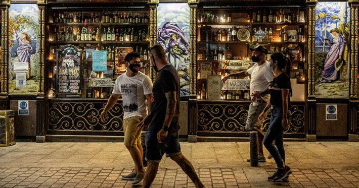 Το θαύμα της Μαδρίτης: Τα 2 πρωτοποριακά μέτρα που έριξαν τα κρούσματα 70% με ανοιχτή την οικονομία