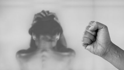 Σπίτια – φυλακές: Η αθέατη «πανδημία» της κοινωνίας