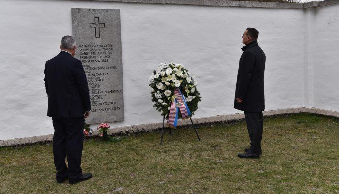 «Κοιλάδα του θανάτου: Οι 504 Έλληνες νεκροί στην μακάβρια «λίστα του Φλόσενμπουργκ»