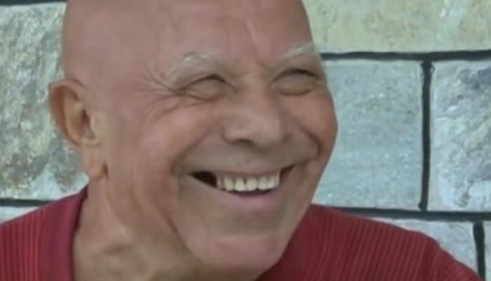 Το γνωρίζουν ελάχιστοι: Ο «κοντός» με το στραβό χαμογελάκι που έσωσε εκατοντάδες ηθοποιούς