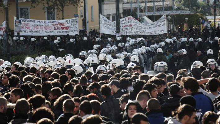 Η ιστορική νίκη του φοιτητικού κινήματος: Τι προέβλεπε ο νόμος 805 που καταργήθηκε στο πεζοδρόμιο