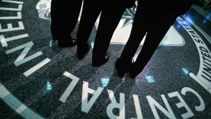 Στόχος της 17Ν: Ο Ελληνοαμερικανός κατάσκοπος της CIA που έβαλε τη συνείδηση του πάνω από την «Ομερτά»