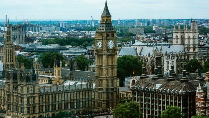 Από το φιάσκο στον «θρίαμβο»: Η Αγγλία τσάκισε τον κορωνοϊό και αποστομώνει τους συνωμοσιολόγους