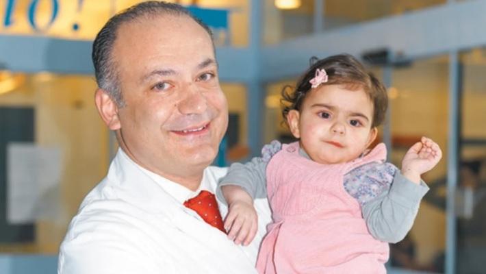 Αυξέντιος Καλαγκός: Ο γιατρός-φύλακας άγγελος που χειρουργεί δωρεάν κι έχει σώσει 17.000 φτωχά παιδιά!