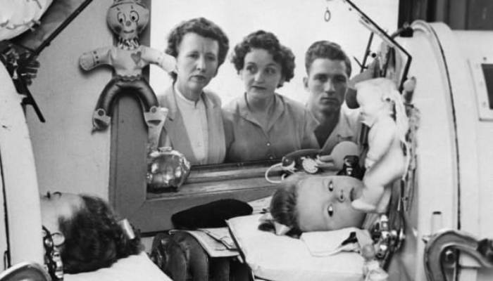 Αγνόησε τις φαρμακευτικές: Ο γιατρός που έδωσε την πατέντα του εμβολίου για να σώσει εκατομμύρια ψυχές