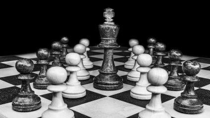 Νίκησε ταυτόχρονα 36 αντιπάλους με κλειστά μάτια: Η παρτίδα της χιλιετίας στο σκάκι ήταν μια κραυγή αγωνίας
