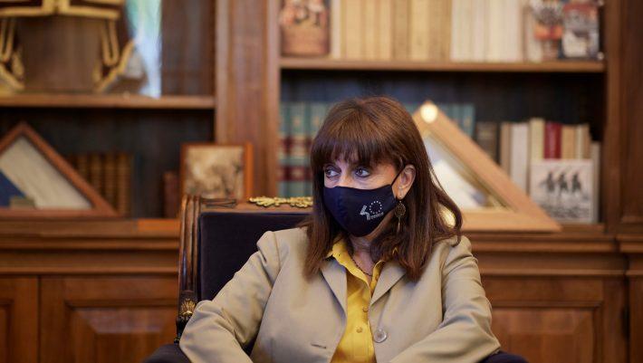 Κυρία Σακελλαροπούλου θα λογοδοτήσει κανείς γι΄αυτή σας την υπογραφή;