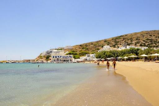 Πας για 2 μέρες και θες να μείνεις χρόνια: Το νησί που γίνεται ανάρπαστο τον Ιούλιο έχει τις ομορφιές της Σαντορίνης στη μισή τιμή (Pics)