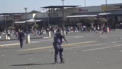 The Volcano Effect: Έχετε καταλάβει τι συμβαίνει στη Νότιο Αφρική;