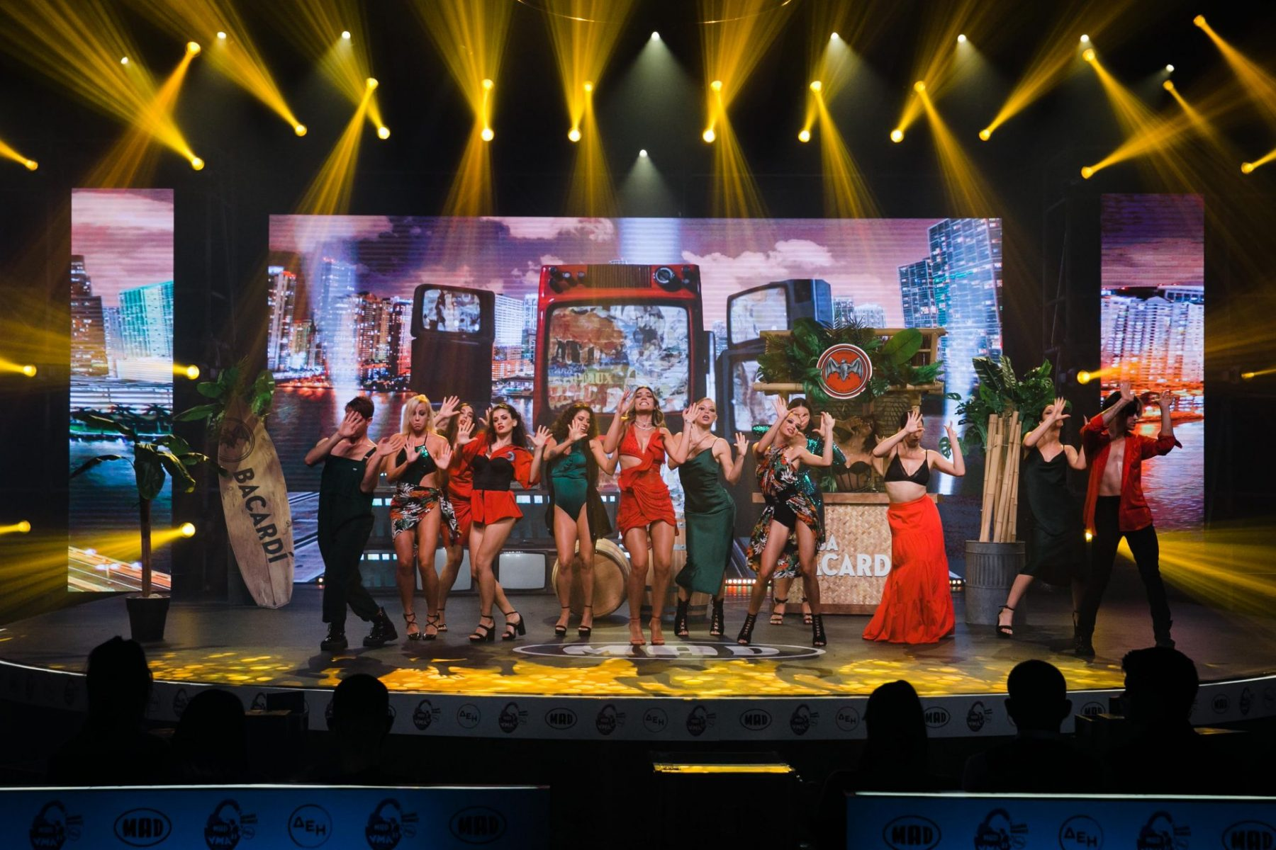 Η σκηνή των MAD VMA 2021 κινήθηκε σε ρυθμούς Καραϊβικής από το Bacardi