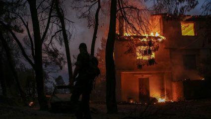 Έτσι σβήνει μια φωτιά-μαμούθ: Η Ρωσία κατατρόπωσε τις πυρκαγιές-θηρία με αυτόν το μη συμβατικό τρόπο